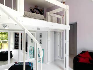 APPARTAMENTO A MILANO: Camera da letto in stile  di ARCHITETTO MARIANTONIETTA CANEPA
