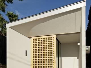Casas de estilo clásico por 株式会社FAR EAST [ファーイースト]