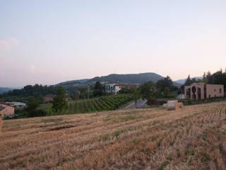 Casa sulla collina parmense: Case in stile  di Arch. Gianluca Mora
