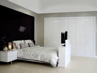 Tuscany Fitted Bedroom Furniture de Chase Furniture Moderno