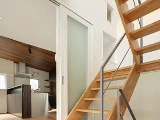 経堂の家: 株式会社FAR EAST [ファーイースト]が手掛けた廊下 & 玄関です。
