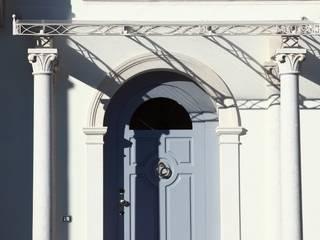 Realizzazioni: Case in stile in stile Classico di PELLIZZARI MARMI E GRANITI SRL