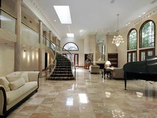 Realizzazioni: Ingresso & Corridoio in stile  di PELLIZZARI MARMI E GRANITI SRL