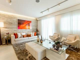 CYRELA_Varanda Tatuapé 102m²: Salas de estar  por Chris Silveira & Arquitetos Associados