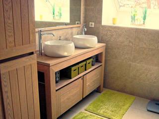 Baños rústicos de BAOM Rústico