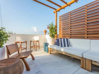 Tropical style balcony, veranda & terrace by homify Tropical