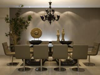 Residência AG: Salas de jantar  por Gláucia Britto