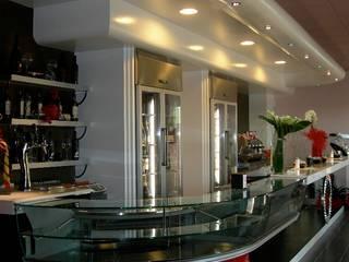Bar & Restaurant: Bar & Club in stile  di BenciDesign