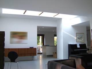 Bosvilla Soest Moderne woonkamers van Bureau MT Modern