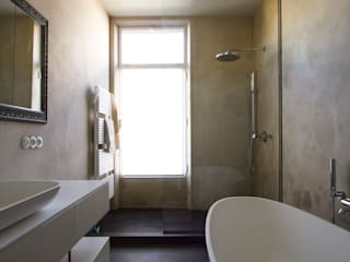 Marike Modern bathroom