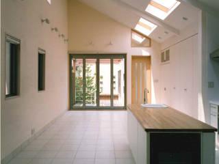 細長い敷地を逆手に生かした家 地中海デザインの ダイニング の 豊田空間デザイン室 一級建築士事務所 地中海