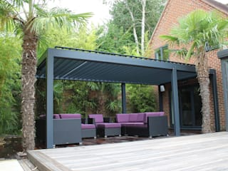 Outdoor Living Pod, Louvered Roof Patio Canopy Installation in Reading. Jardins modernos por homify Moderno