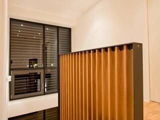 BPLUSARCHITEKTUR Ingresso, Corridoio & Scale in stile moderno