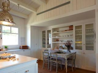 Cucina moderna di DEULONDER arquitectura domestica Moderno