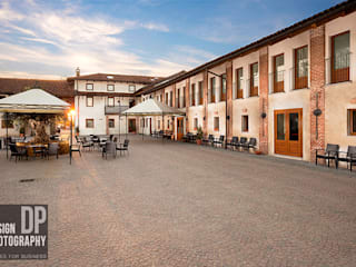 Cortile Ristorante Hotel in stile rurale di Design Photography Rurale