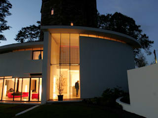 Lymm Water Tower Moderne huizen van Kate and Sam Lighting Designers Modern