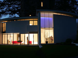 Lymm Water Tower Casas modernas de Kate and Sam Lighting Designers Moderno