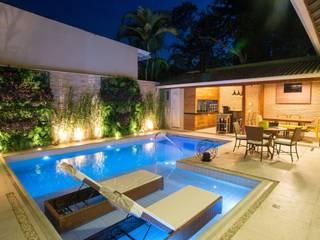 Modern pool by Nadia Takatama arquitetura e interiores Modern