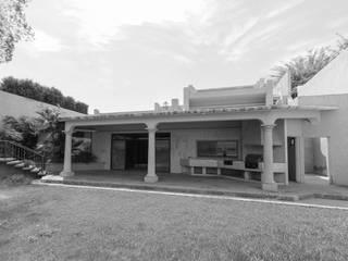 Terrace by Juan Luis Fernández Arquitecto