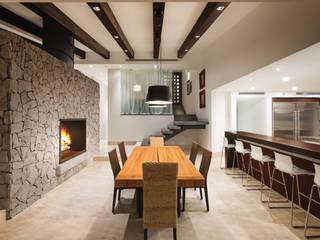 Comedor y Escaleras: Comedores de estilo moderno por Juan Luis Fernández Arquitecto