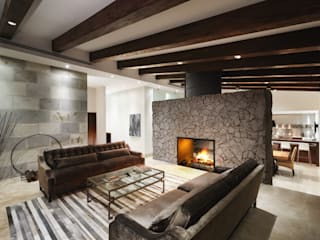Sala y nueva chimenea de leña Salones modernos de Juan Luis Fernández Arquitecto Moderno
