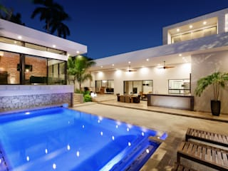 モダンスタイルの プール の Juan Luis Fernández Arquitecto モダン