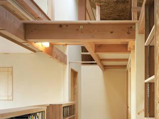 Salas multimedia modernas de 小栗建築設計室 Moderno