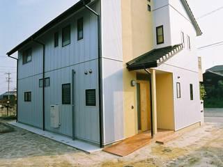 Casas modernas: Ideas, imágenes y decoración de 小栗建築設計室 Moderno