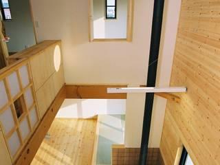 Salones eclécticos de 小栗建築設計室 Ecléctico