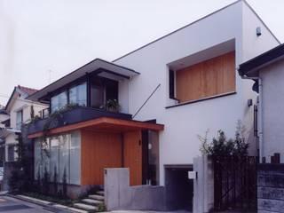 有限会社加々美明建築設計室 Casas de estilo ecléctico Vidrio Blanco