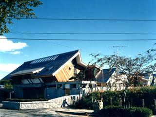 有限会社加々美明建築設計室 Casas de estilo ecléctico Madera