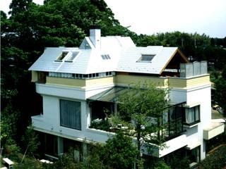 有限会社加々美明建築設計室 Casas ecléticas Metal Metalizado/Prateado