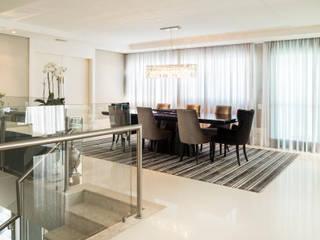 Comedores de estilo moderno por KARINA KOETZLER arquitetura e interiores