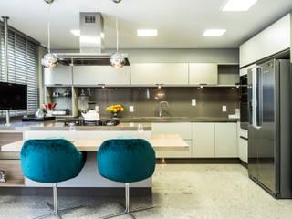 Projekty,  Kuchnia zaprojektowane przez KARINA KOETZLER arquitetura e interiores
