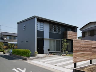 Moderne huizen van 原 空間工作所 HARA Urban Space Factory Modern