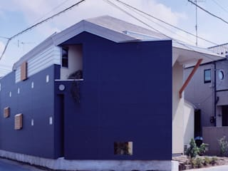 有限会社加々美明建築設計室 Casas ecléticas Cerâmica Preto
