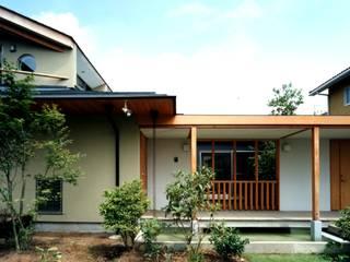有限会社加々美明建築設計室 Casas de estilo ecléctico Caliza Blanco