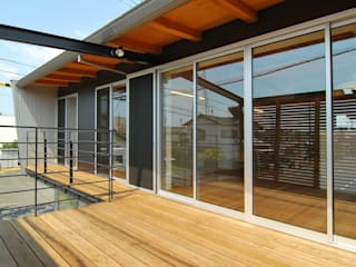 Modern balcony, veranda & terrace by 原 空間工作所 HARA Urban Space Factory Modern