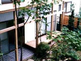 有限会社加々美明建築設計室 Casas ecléticas Granito Branco