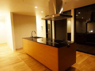 千鳥のお家 - 徳永邸-: 宮城雅子建築設計事務所 miyagi masako architect design office , kodomocafe が手掛けたキッチンです。,ミニマル