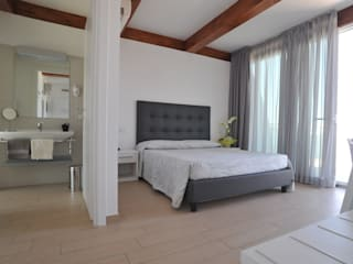 MODELLO NEW YORK - MY HOTEL GABICCE MARE (PU) ITALY:  in stile  di Mobilificio Mancini Atler