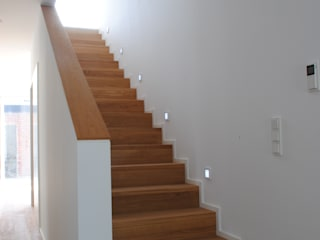 Коридор, прихожая и лестница в стиле минимализм от Gritzmann Architekten Минимализм