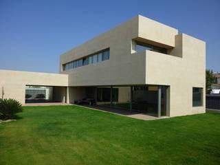 Vivienda unifamiliar con piscina: Casas de estilo  de Glaria Estudio Arquitectura SL
