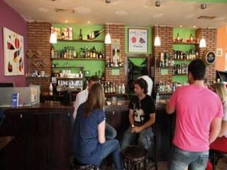 Reforma del Café Pub Miró en Ceuta:  de estilo industrial de Diseño y Fabricación de Muebles Julián Muñoz, Industrial