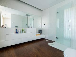 Casa Mar - Avanca Casas de banho modernas por a3mais Moderno