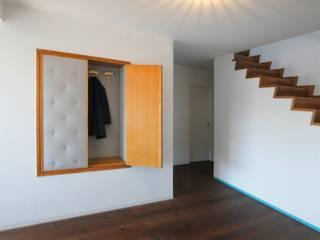 Corridor and hallway by na3 - studio di architettura, Modern