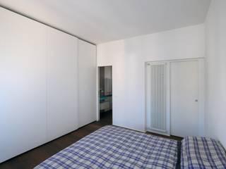 CASA ALL'EUR [2013] Camera da letto moderna di na3 - studio di architettura Moderno Legno Effetto legno
