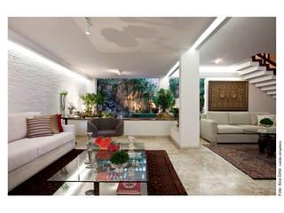 Casa Horto Florestal: Sala de estar  por Vanja Maia - Arquitetura e Interiores