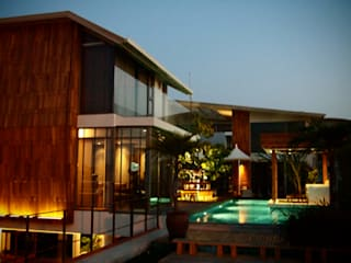Residence Choumburi Modern houses by Inverse Lighting Design ltd. Modern