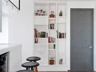 Modern corridor, hallway & stairs by HO arquitectura de interiores Modern
